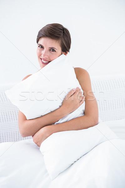 счастливым брюнетка подушкой домой спальня Сток-фото © wavebreak_media