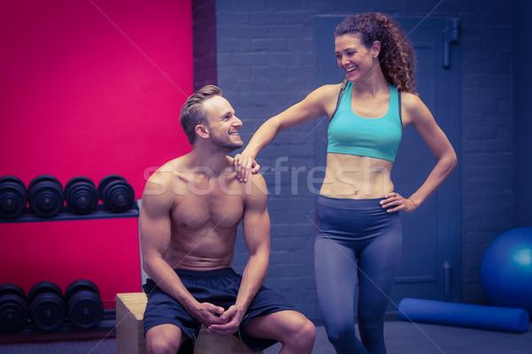 立って 座って 筋肉の カップル 見える 女性 ストックフォト © wavebreak_media