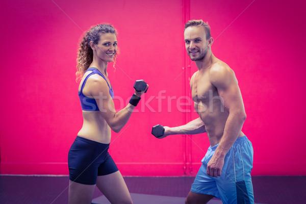 Muscular Pareja pesas retrato mujer Foto stock © wavebreak_media