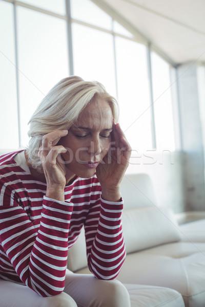 Femme d'affaires séance canapé bureau femme verre Photo stock © wavebreak_media