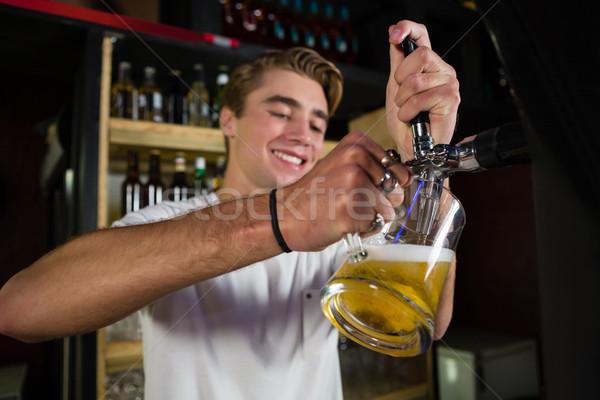 Feliz barman cerveza bar contra hombre Foto stock © wavebreak_media