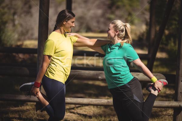 Feliz mujeres arranque campamento Foto stock © wavebreak_media