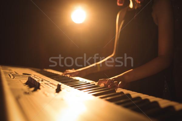 Kadın müzisyen oynama piyano müzik festivali Stok fotoğraf © wavebreak_media