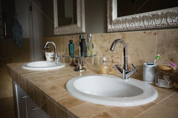 Grifo fregadero bano casa blanco estilo de vida Foto stock © wavebreak_media