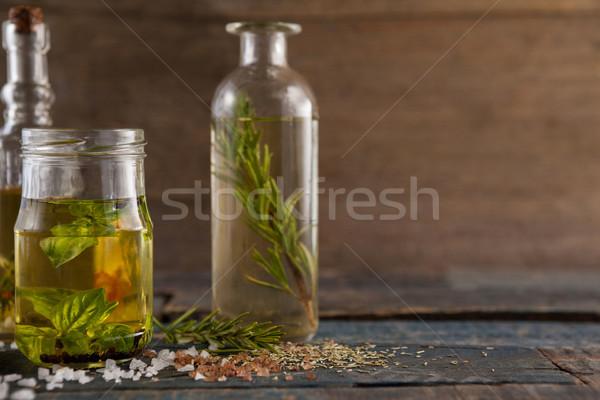 épices herbe pétrolières contenant table vin Photo stock © wavebreak_media