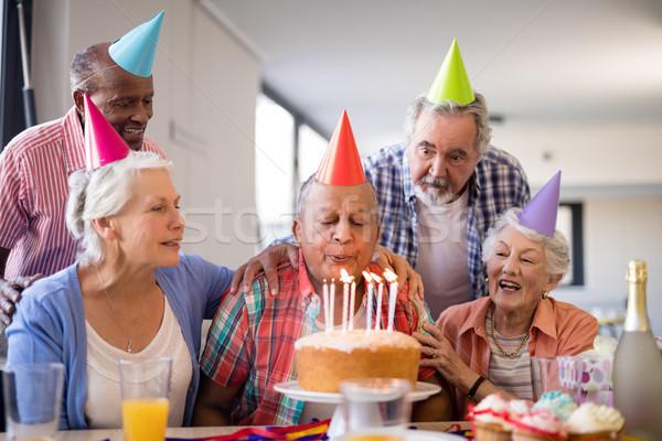 Vrienden naar senior man Stockfoto © wavebreak_media