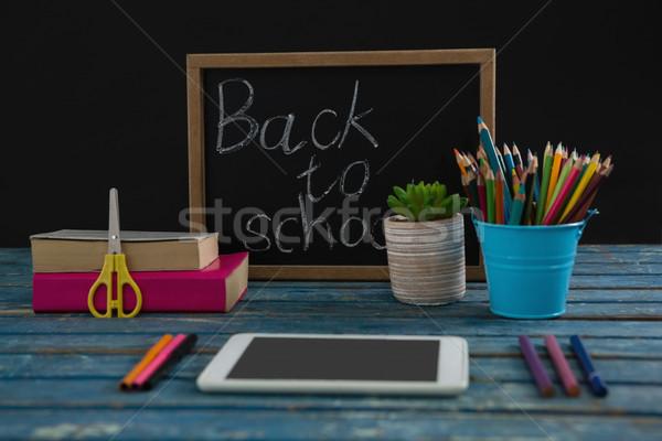 Texte fournitures scolaires comprimé noir livre communication Photo stock © wavebreak_media