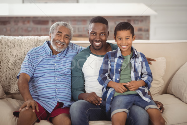 Sorridente família sessão juntos sofá retrato Foto stock © wavebreak_media