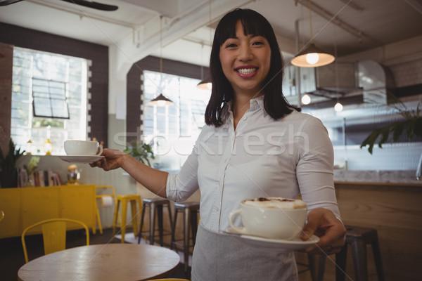 Ritratto cameriera tazze di caffè cafe sorridere Foto d'archivio © wavebreak_media