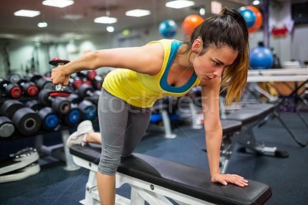 Femme entraînement haltères gymnase sport fitness Photo stock © wavebreak_media