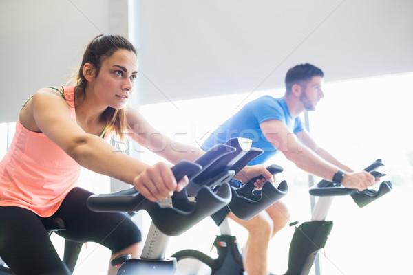 Człowiek kobieta rowerowe wykonywania rowery siłowni Zdjęcia stock © wavebreak_media