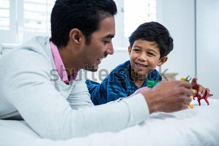 Baba kız cep telefonu tablo mutfak ev Stok fotoğraf © wavebreak_media