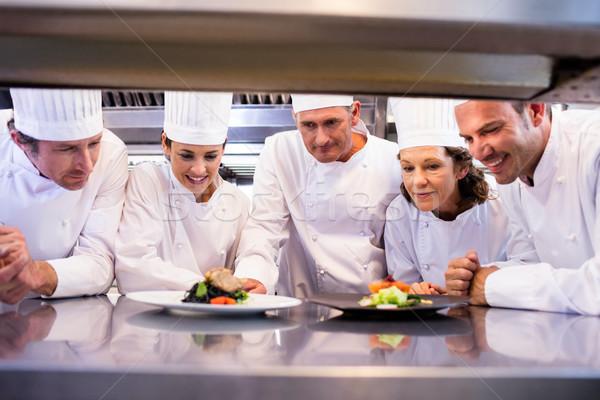 シェフ 見える 皿 準備 女性 男 ストックフォト © wavebreak_media