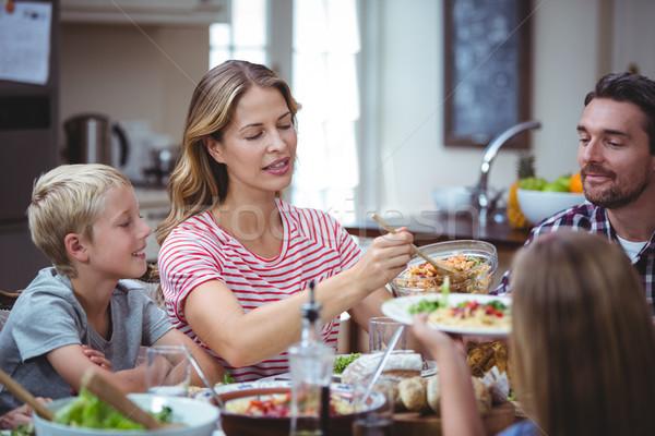 両親 子供 座って ダイニングテーブル ホーム 食品 ストックフォト © wavebreak_media