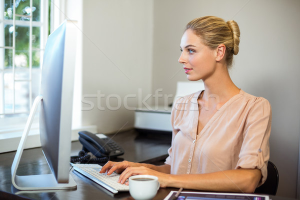 Gericht zakenvrouw werken computer kantoor vrouw Stockfoto © wavebreak_media