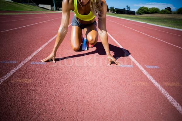 Femeie atlet gata alerga funcţionare urmări Imagine de stoc © wavebreak_media