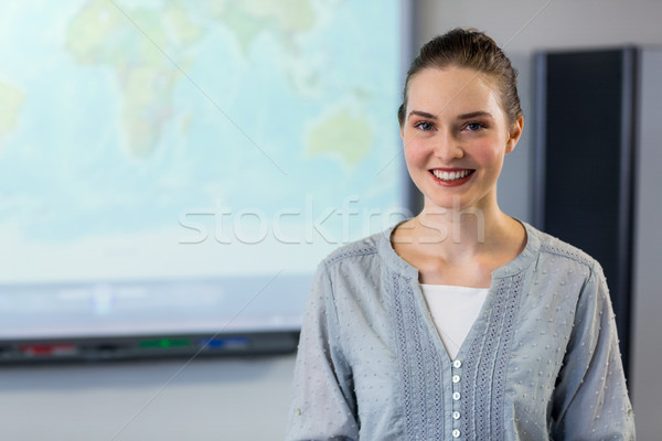 Kadın öğretmen ayakta projektör ekran portre Stok fotoğraf © wavebreak_media