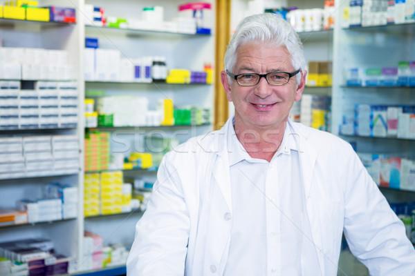 Gyógyszerész laborköpeny portré gyógyszertár férfi orvosi Stock fotó © wavebreak_media