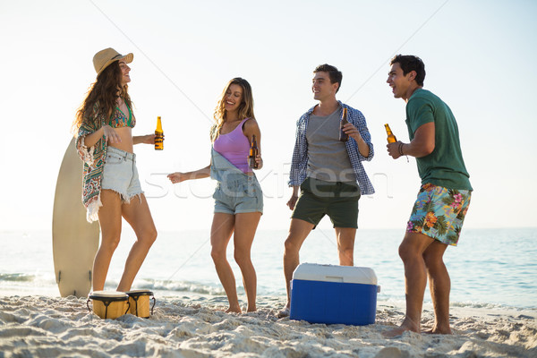 друзей пить танцы берега пляж женщину Сток-фото © wavebreak_media
