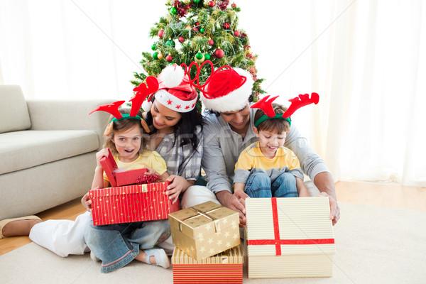 Család karácsonyfa otthon lány mosoly nők Stock fotó © wavebreak_media