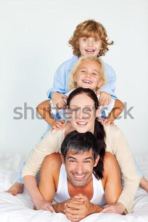 Familie samen bed home Stockfoto © wavebreak_media