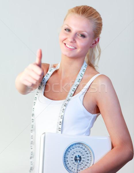 Vonzó nő hüvelykujj felfelé tart mérleg fókusz Stock fotó © wavebreak_media