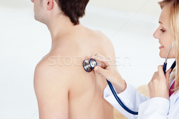 Blond médecin sensation respiration patient Photo stock © wavebreak_media