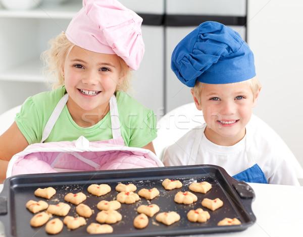 Gelukkig weinig broer zus biscuits klaar Stockfoto © wavebreak_media