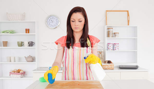 великолепный женщину очистки осторожно разделочная доска кухне Сток-фото © wavebreak_media