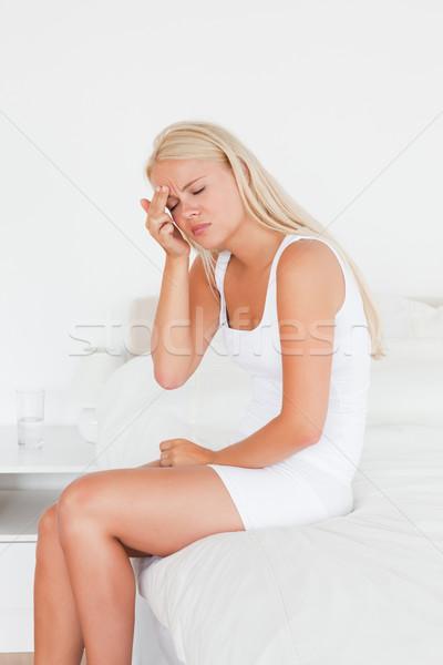 Nő fejfájás ül ágy kéz arc Stock fotó © wavebreak_media