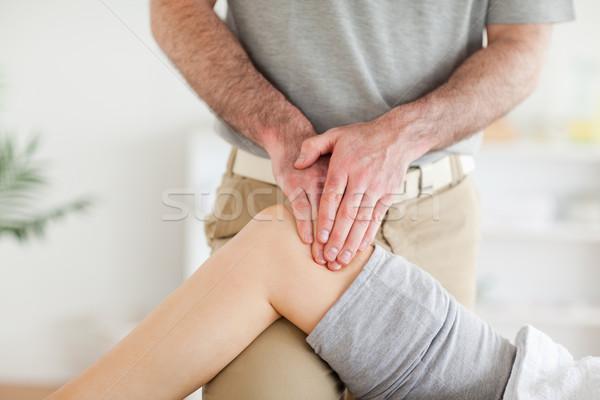 Kręgarz kolano pokój strony Zdjęcia stock © wavebreak_media