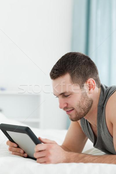 Portré fiatalember táblagép has hálószoba arc Stock fotó © wavebreak_media