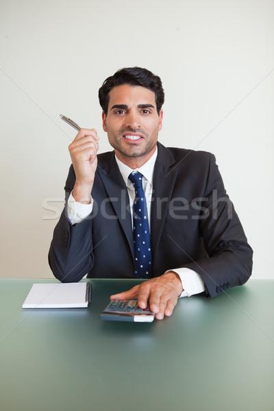 Retrato empresário trabalhando escritório papel feliz Foto stock © wavebreak_media