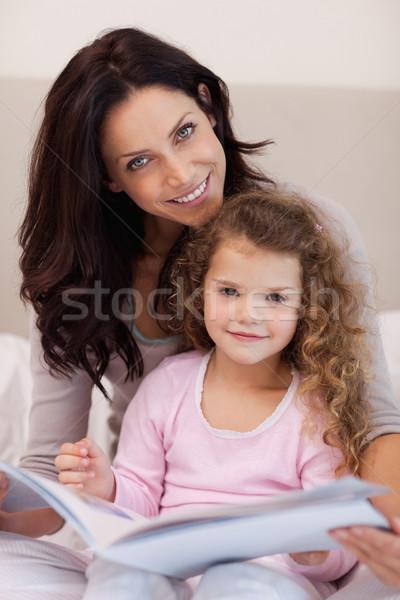 笑みを浮かべて 小さな 母親 読む おとぎ話 ストックフォト © wavebreak_media