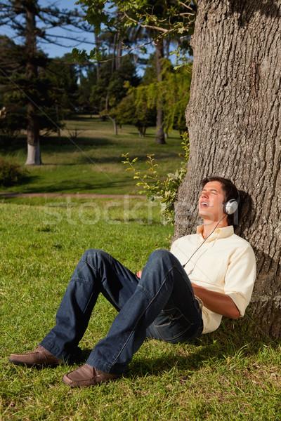 Man zingen hoofdtelefoon luisteren muziek boom Stockfoto © wavebreak_media