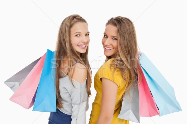 Deux jeunes femmes blanche permanent sacs Photo stock © wavebreak_media