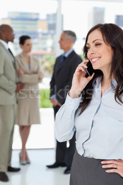 Photo stock: Jeunes · femme · d'affaires · parler · téléphone · souriant · une