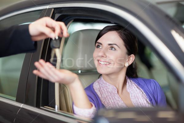 Nő mosolyog ül autó slusszkulcs boldog üzletember Stock fotó © wavebreak_media
