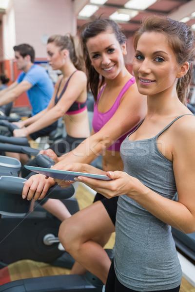 Zdjęcia stock: Szczęśliwy · kobiet · uśmiechnięty · siłowni · sportu · monitor