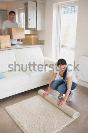 Twee jonge mensen bewegende huis salon Stockfoto © wavebreak_media