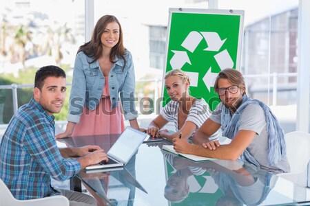 Equipo reunión eco una mujer sonriendo Foto stock © wavebreak_media