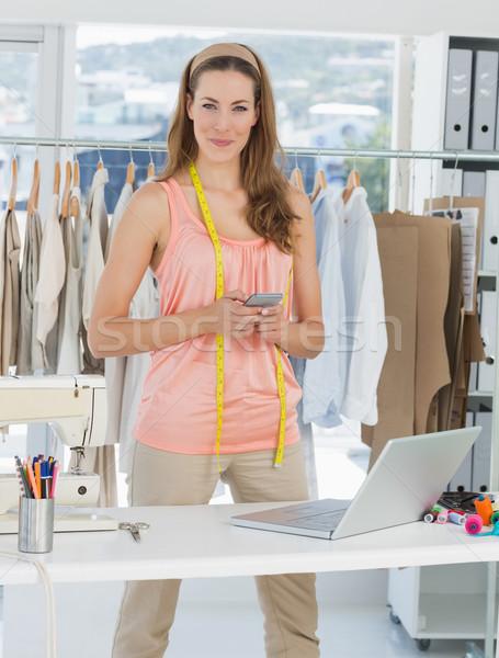 ストックフォト: 女性 · ファッション · デザイナー · ノートパソコン · 携帯電話 · スタジオ