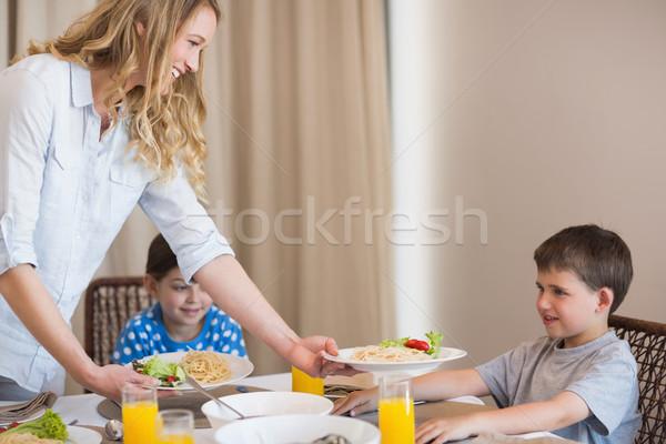 Anya adag tészta fiú étkezőasztal mosolyog Stock fotó © wavebreak_media