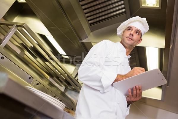 Ciddi erkek pişirmek mutfak Stok fotoğraf © wavebreak_media