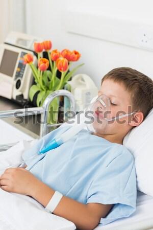 Menino máscara de oxigênio hospital doente pequeno Foto stock © wavebreak_media