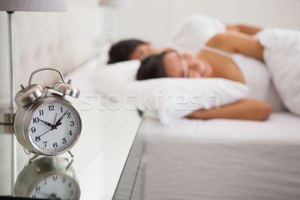 Paar bed focus wekker home slaapkamer Stockfoto © wavebreak_media