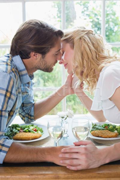 Bonitinho afetuoso casal refeição juntos casa Foto stock © wavebreak_media