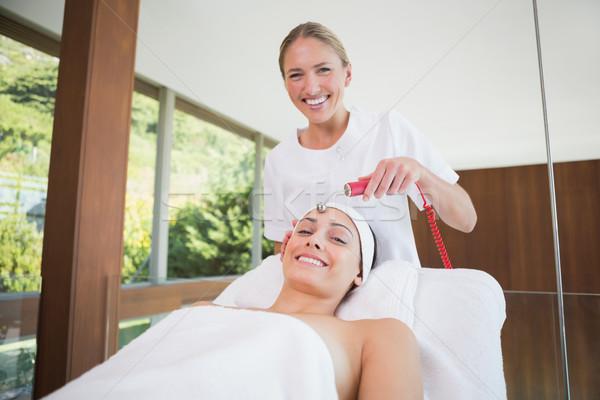 Békés barna hajú mikro gyógyfürdő boldog hotel Stock fotó © wavebreak_media
