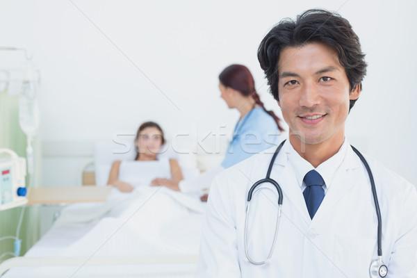 Orvos néz kamera beteg orvosi női Stock fotó © wavebreak_media