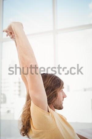Békés férfi csukott szemmel nyújtás iroda boldog Stock fotó © wavebreak_media